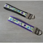 Schlüsselband Schmetterling auf lila - schwarz